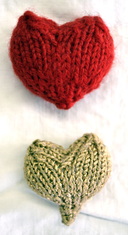 Hearts-knitted-gold-red