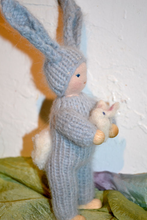 Easter-bunny-w-bunny-5-tail