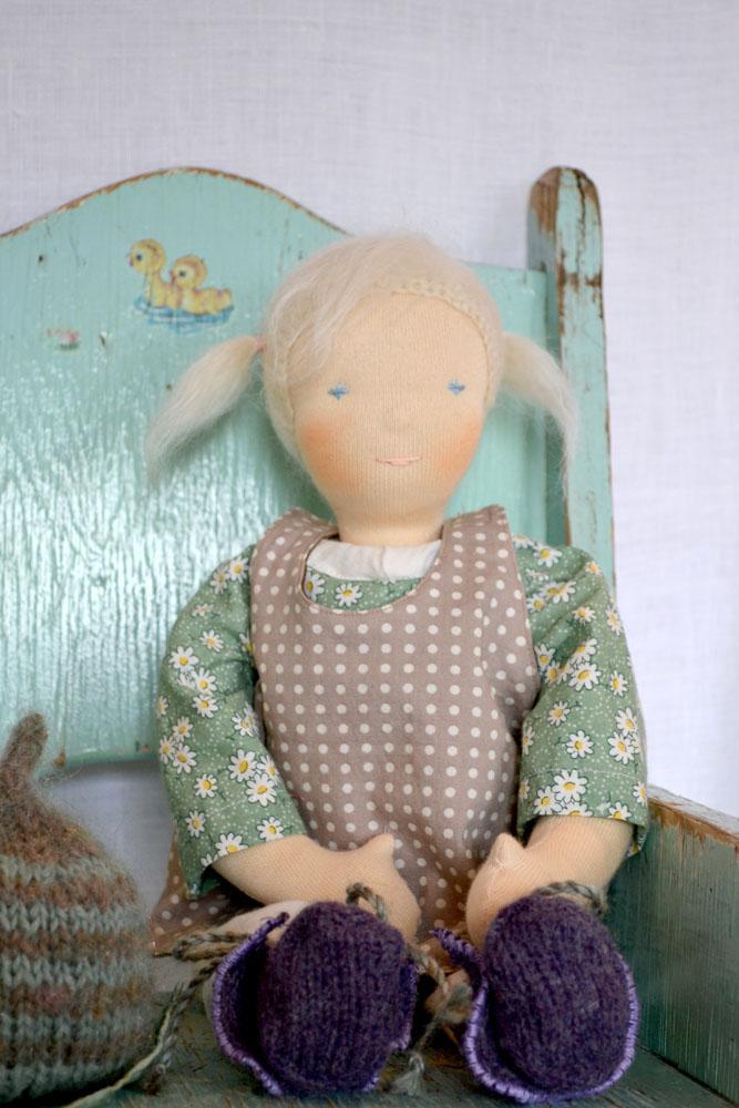 Claire-35cm-sitting-no-hat