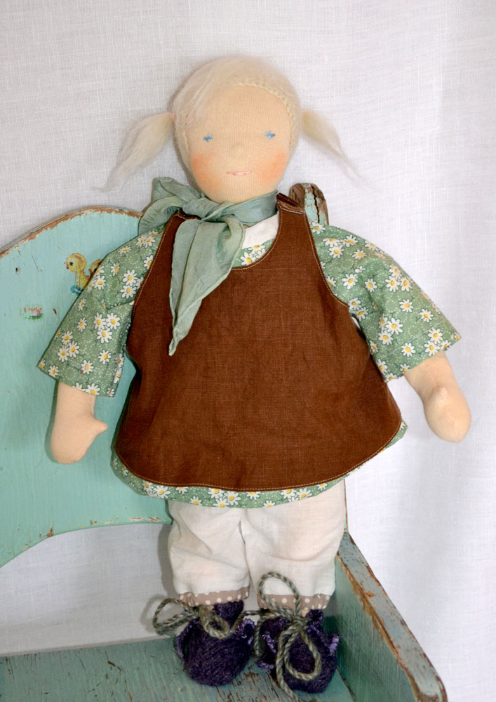 Claire-35cm-standing